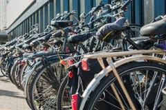 Автостоянка Bicyles стоковые изображения