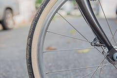 Автошина велосипеда крупного плана коричневая часть колеса велосипеда Стоковое Изображение