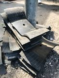 Автошина латая ремонта выкачанная протекая в гараже Ремонт части автомобиля, запасная часть, концепция предохранения аварии Стоковое Изображение
