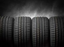 Автошины автомобиля на темной предпосылке Стоковая Фотография RF