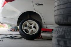 Автошины изменения автошины автомобиля Стоковое фото RF