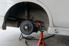 Автошины изменения автошины автомобиля Стоковое Изображение RF