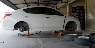 Автошины изменения автошины автомобиля Стоковая Фотография