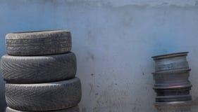 Автошины и катят внутри верхний слой Стоковое фото RF