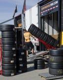 Автошины работника moving от тележки Стоковые Фото