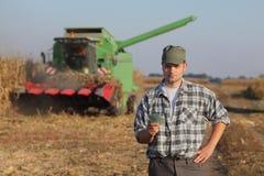 Аграрная концепция, фермер, деньги и сбор стоковое фото rf
