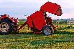 Аграрная машина для собирать сено и солому, штабелеукладчик по-разному, жатка стоковая фотография rf