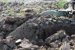 аграрный край вспахивая работу Стоковое Изображение RF
