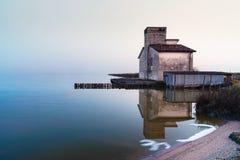 лагуна Феррара эмилия-Романья Италия Comacchio дома рыбной ловли Стоковое Изображение