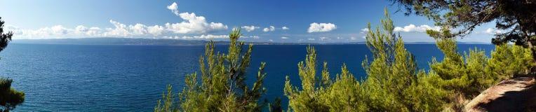 адриатический идилличный seacoast ландшафта Стоковое Изображение RF