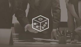 Азартная игра кости меча держащ пари концепция игры везения казино Стоковые Фотографии RF