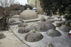 Азербайджан, Баку: Крыша и купол старого hamam в городе Баку БАКУ, АЗЕРБАЙДЖАН - ноябрь 2016: Старая ванна hous стоковая фотография