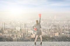 Азиатская бизнес-леди с перчатками бокса Стоковое Изображение RF