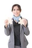 Азиатская бизнес-леди с 2 частями головоломки Стоковые Изображения RF