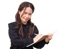 Азиатская бизнес-леди на белой предпосылке изолята Усмехаться, устанавливает Стоковая Фотография RF