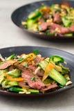 Азиатская вертикаль салата говядины Стоковая Фотография