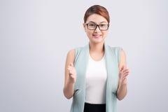 Азиатская выставка бизнес-леди что-то изолированное на белой предпосылке Стоковое фото RF