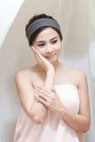 Азиатская девушка в спе Стоковые Изображения