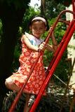 Азиатская девушка играя в парке Стоковое фото RF