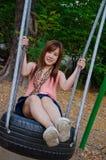 азиатская девушка играя качание Стоковая Фотография