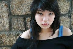 азиатская девушка смотря телезрителя Стоковая Фотография RF