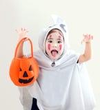 Азиатская девушка в белизне сюиты призрака Стоковые Изображения