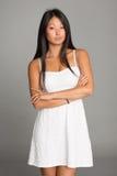 Азиатская девушка в белом платье Стоковая Фотография RF
