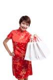 Азиатская девушка в китайском платье cheongsam стоковое фото rf