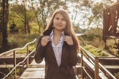 Азиатская девушка в кожаной куртке Стоковое Изображение RF