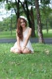 Азиатская девушка в парке Стоковая Фотография