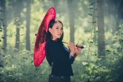 Азиатская девушка жизнерадостное Стоковые Фото