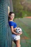 Азиатская девушка одетая в итальянской одежде чирлидеров Стоковое фото RF