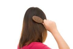 Азиатская девушка потревожилась о выпадении волос Стоковая Фотография RF