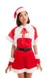 Азиатская девушка Санта Клауса рождества смотрит вверх стоковые фотографии rf