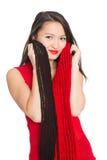 Азиатская девушка с красным шарфом. Стоковые Фотографии RF