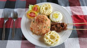 Азиатская еда улицы Пряная еда Восточный и чувствительный вкус Яйца и другие ингредиенты стоковые изображения