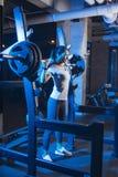 Азиатская женщина в спортзале Стоковые Фото