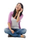 Азиатская женщина говоря на smartphone стоковая фотография