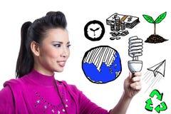 Азиатская женщина держа спиральный шарик стоковые изображения