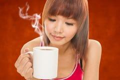 азиатская женщина кофейной чашки Стоковое Изображение