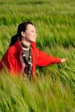 азиатская женщина красного цвета травы стоковые фото