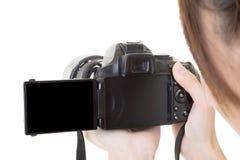 Азиатская женщина принимает фото с камерой стоковые фото