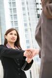 азиатская женщина рукопожатия Стоковое Изображение