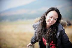 азиатская женщина усмешки стоковые фотографии rf