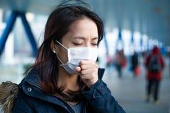 Азиатская женщина чувствуя нездоровый Стоковое фото RF