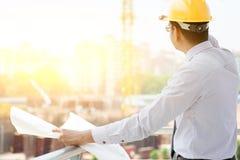 Азиатская индийская мужская деятельность инженера подрядчика места Стоковое Фото