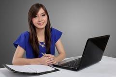 Азиатская канцелярская работа женщины Стоковые Фотографии RF
