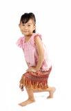 Азиатская маленькая девочка делая реверанс в тайском стиле Стоковое Фото