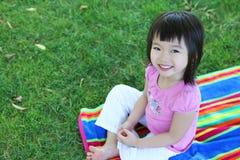 азиатская милая трава девушки Стоковые Изображения RF