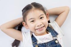 Азиатская милая девушка в костюме скачки с стороной улыбки Стоковое фото RF